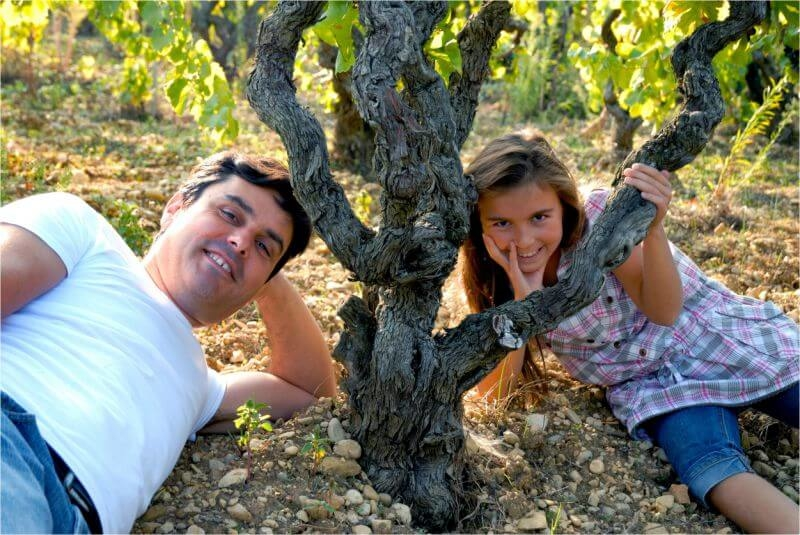 Domaine Roche – Audran family in vineyard