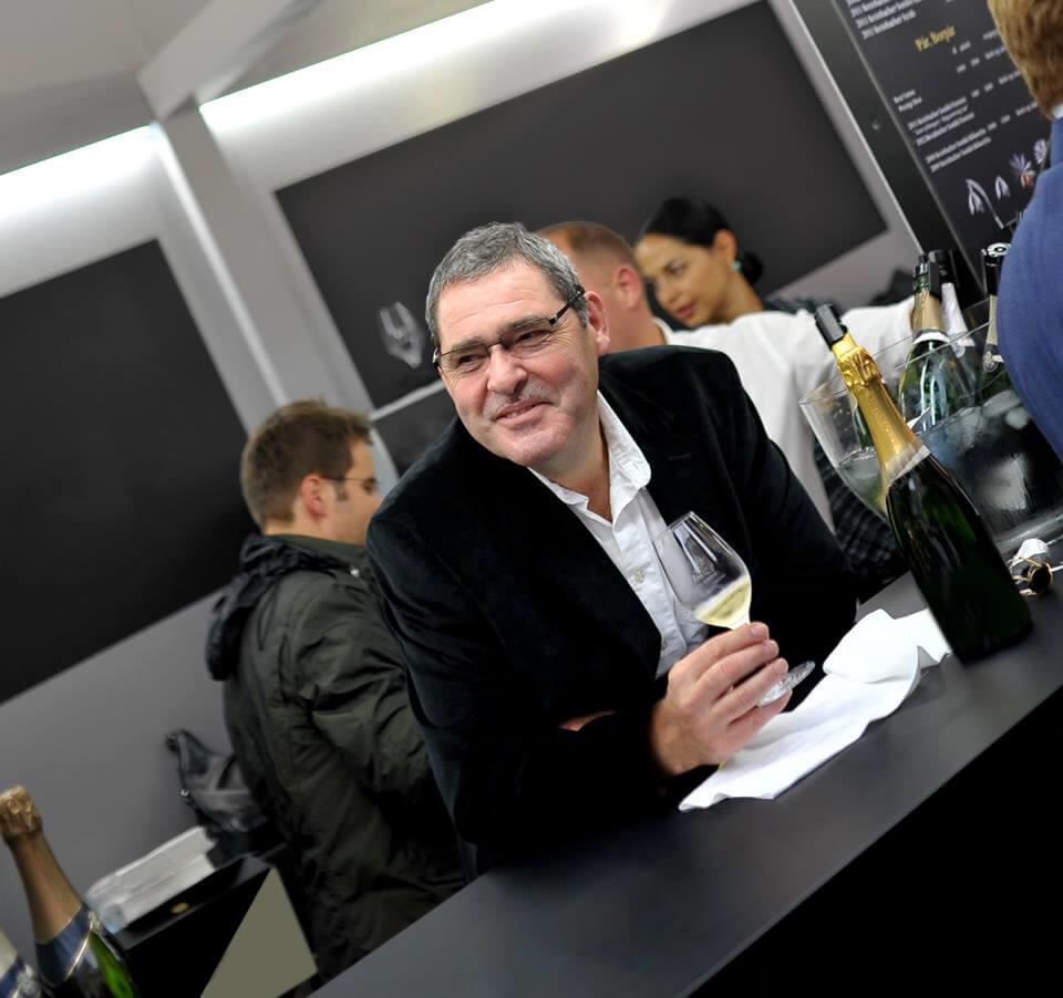 Champagne Paul Bara s vínom